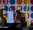 Suhtekorralduse Auhind 2015 avaliku sektori preemia üleanmine pildil Marko Reikop, Karin Volmer, Aive Hiiepuu